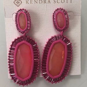 Kendra Scott Jewelry - NWT Kendra Scott Kaki Earrings - Magenta